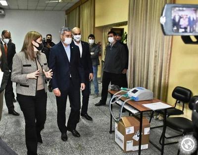 Presidente observó uso de respiradores donados • Luque Noticias