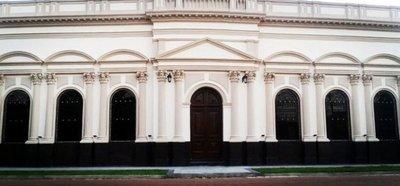 Denuncian graves irregularidades administrativas referentes a refacción de teatro municipal