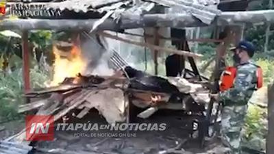 EN ITAPÚA, INTEGRANTES DE LA ARMADA PARAGUAYA SIGUEN DESTRUYENDO PUERTOS CLANDESTINOS