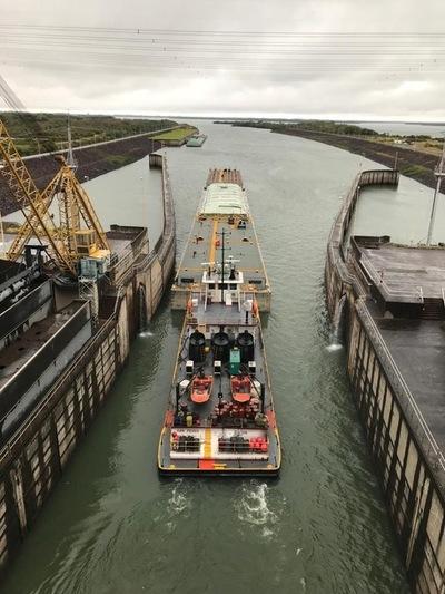 Culminó paso de barcazas con granos a través de la esclusa de Yacyretá