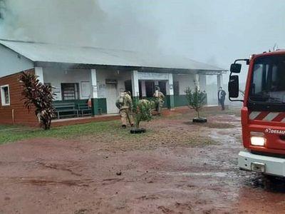 Incendio afecta a Puesto de Salud de Raúl Arsenio Oviedo