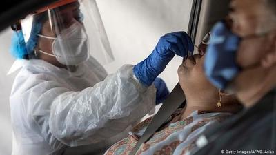 A pesar de brotes de COVID en laboratorios, Salud aclara que sigue aumentando capacidad de test