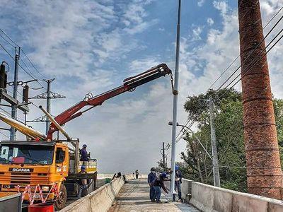 Colocan iluminación para habilitar este mes el viaducto de 460 metros en zona del Botánico