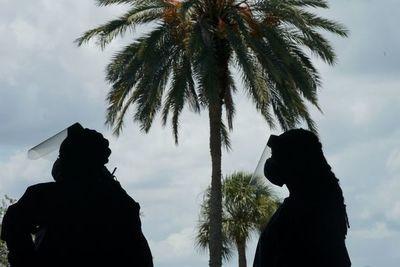 Un jefe policial de Florida prohíbe a sus agentes usar tapabocas