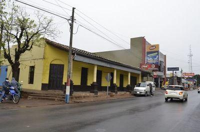 Guarambareños reaccionan ante posible demolición de un centenario edificio