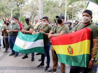 Militares piden a Argentina que retire asilo a Evo Morales