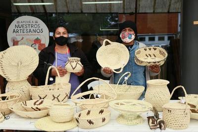 Artesanas indígenas Yshyr buscan salir adelante vendiendo sus productos