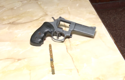 Víctimas de asalto atropellan a presunto delincuente
