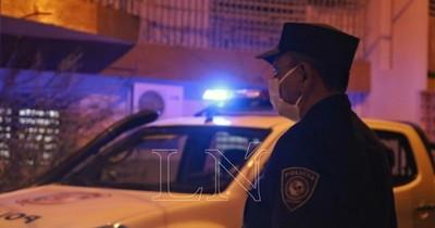 Vecinos denuncian aglomeración y Policía interviene casamiento en Limpio