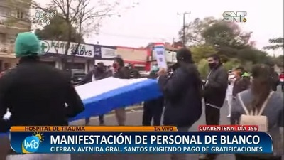 Funcionarios del Hospital del Trauma ocupan avenida exigiendo gratificaciones