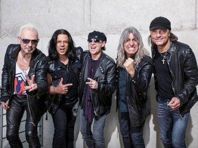 Scorpions regala trozos del muro de Berlín para recordar Wind of Change