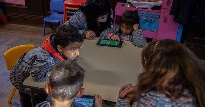 Uruguay fortalece educación a distancia, pero apuesta a la presencialidad