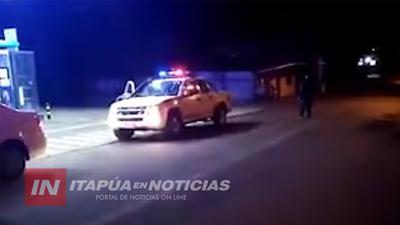 POLICÍA ANUNCIA CON MEGÁFONO RESTRICCIONES POR EL COVID 19