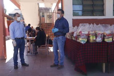 El docente no permitió que la educación paraguaya se detenga, está de pie y caminando día a día, dice ministro