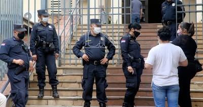 Senado: Mujeres solteras ocultan hijos para ser policías