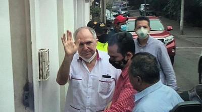 Ordenan arresto domiciliario para expresidente de Ecuador por presunta delincuencia