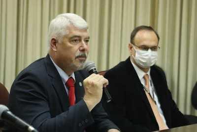 Ministro Wiens puso a disposición de anticorrupción dos casos para investigación