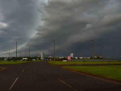 Meteorología anuncia tormentas con ráfagas de vientos de hasta 100 km/h