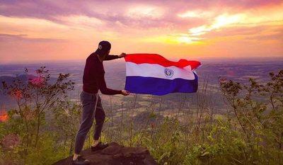 """Hoy se celebra el """"Día de la Bandera Paraguaya"""""""