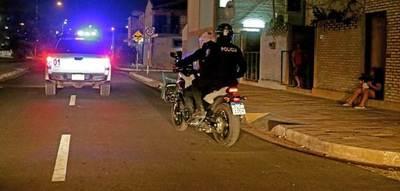 Supuesto delincuente falleció electrocutado tras trepar reja