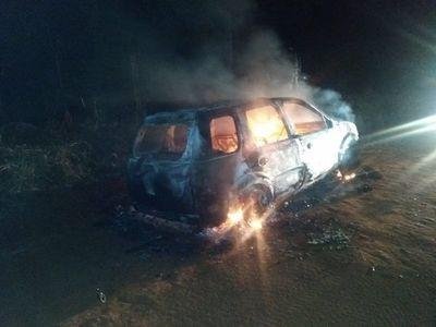 Hallan incinerado un vehículo que se habría utilizado para crimen en Bado