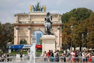 Francia declara de nuevo a París zona de alto riesgo por el virus