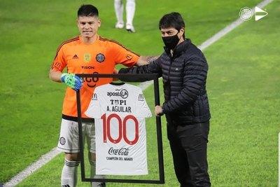 Alfredo Aguilar cumplió 100 partidos con Olimpia