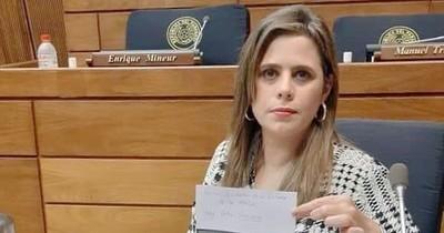 """""""Mario Abdo se salva porque le tienen más miedo a Velázquez que a él"""", asegura Kathya González"""