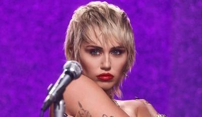 HOY / Miley Cyrus consuma su esperado retorno a la música liberada y ochentera