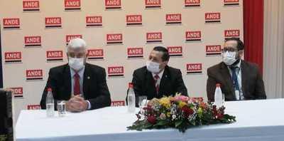 Félix Sosa asume como nuevo presidente de la ANDE