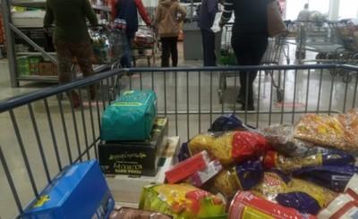 Piden denunciar a comercios que cobren comisión por compras con Pytyvo