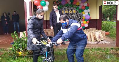 Día del Niño: Rotary Club Encarnación entregó juguetes a niños y víveres a los padres