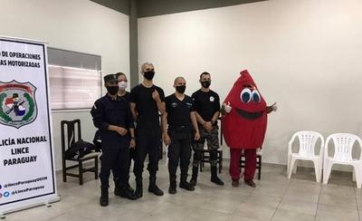 HOY / Noble gesto: Agentes del Grupo Lince donan sangre en homenaje a niños por su día