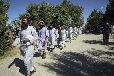 Kabul inicia liberación de 400 talibanes antes de diálogo