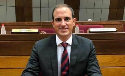 """HOY / """"Veo un gobierno muy débil, no se eligieron a las personas adecuadas para algunos cargos"""", mencionó el senador Stephan Rasmussen"""