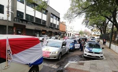 HOY / Sindicatos de trabajadores se movilizan y rechazan la gestión del presidente Mario Abdo a sus dos años de mandato
