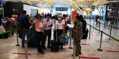 Repatrian a 336 connacionales y extranjeros