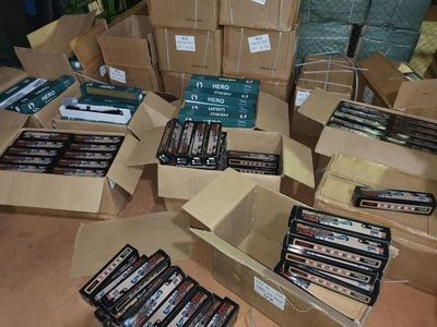 Contenedores traídos de Encarnación contienen 625 miras telescópicas para armas