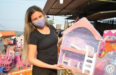 Carpinteros luqueños ofertan juguetes de madera por el Día del Niño • Luque Noticias