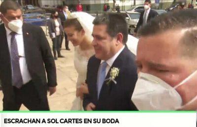 Escrachan a Sol Cartes en su boda