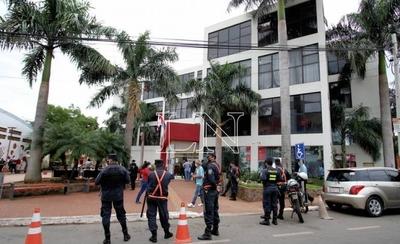 HOY / Tras varios casos confirmados de COVID-19 cierran por 15 días Municipio de San Lorenzo
