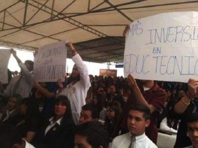 Critican al MEC por falta de apertura     y  disminución de inversión en educación