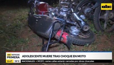 Adolescente muere tras chocar con su moto contra camioneta