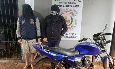 Capturan tras persecución a dos bandidosque robaron celular de un local comercial – Diario TNPRESS