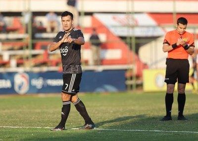 Camacho anotó su gol número 100 en el fútbol paraguayo