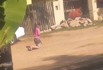 Nena fue castigada y humillada en la calle