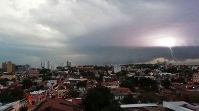 Clima fresco con lluvias para este martes, pronostica Meteorología