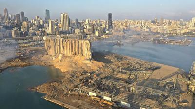 Emiten orden de arresto contra director del puerto de Beirut tras explosión