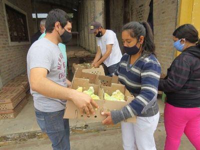 En Villa Florida combaten la crisis entregando pollitos