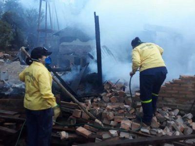 Incendio consume por completo una vivienda en Itapé